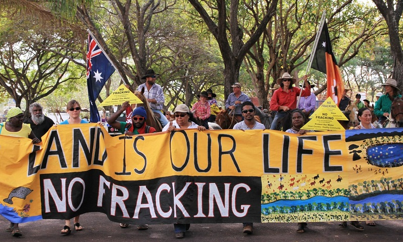 Fracking: report warns of risks associated with shale gas extraction