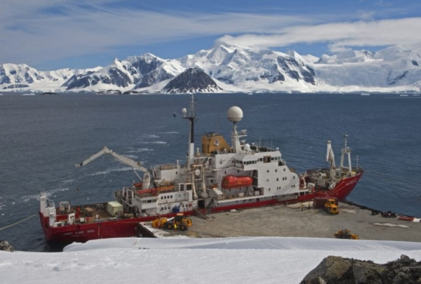Melt-Rate of West Antarctic Ice Sheet Highly Sensitive to Changes in Ocean Temperatures