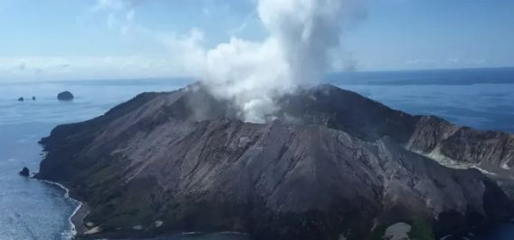 Five dead and eight missing after New Zealand volcano erupts